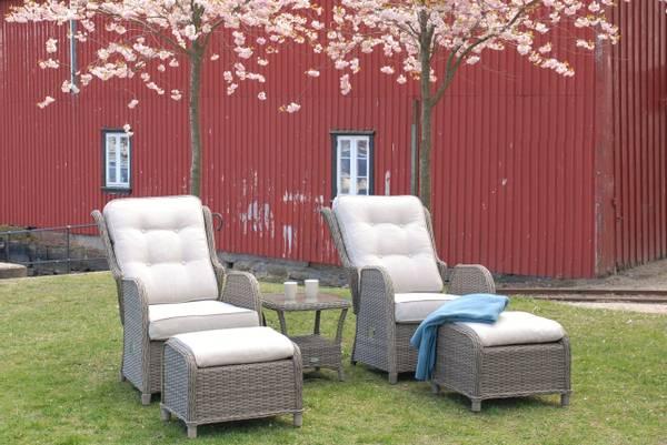 Bilde av Caledonia sett 2 regulerbare stoler+paller m/puter+bord - gråbeige/beigemelert