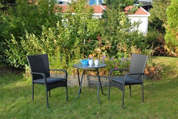 Bilde av Soria sett 2 stablestoler+bord Ø70 cm - tjæresort
